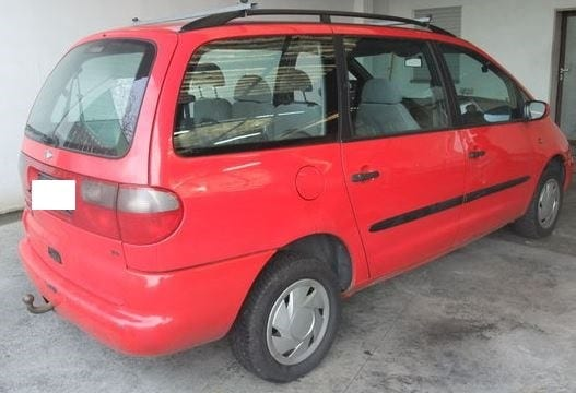 A red Ford Galaxy similar to the one we're trying to trace