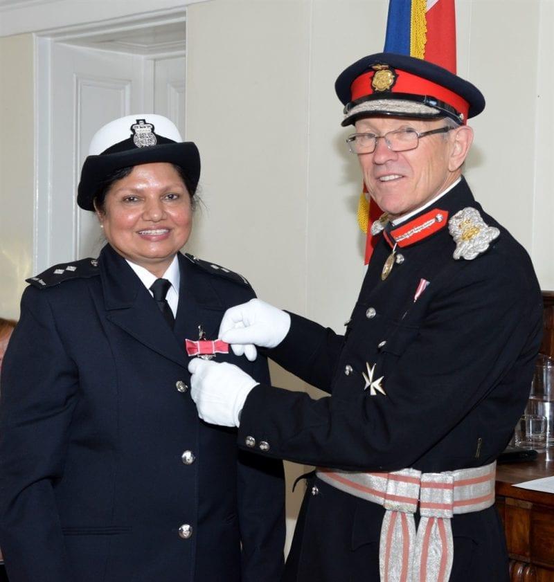 Manju Rajawat receives her medal from Sir Henry Aubrey-Fletcher