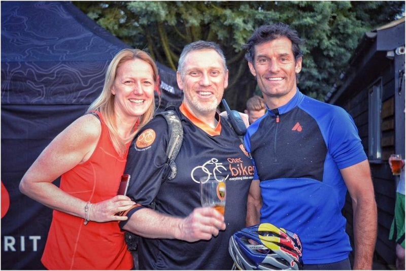 Lee, flanked by wife Suzie and Mark Webber. Image courtesy OtecBikes.